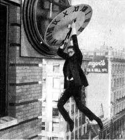 Harold Lloyd se halla en grave peligro